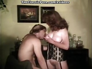 Juliet Anderson, Lisa De Leeuw, Little Oral Annie in vintage fuck movie
