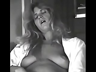 BigSuzyB Retro Cam Girl Clips from the dial up days.Long legged Blonde fills all her holes with her favourite toys.